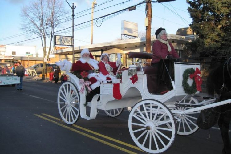 Holiday Parade Santa And Mrs Claus 2014