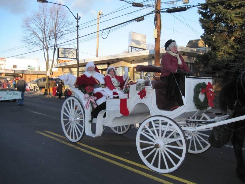holiday parade santa and mrs claus 2014